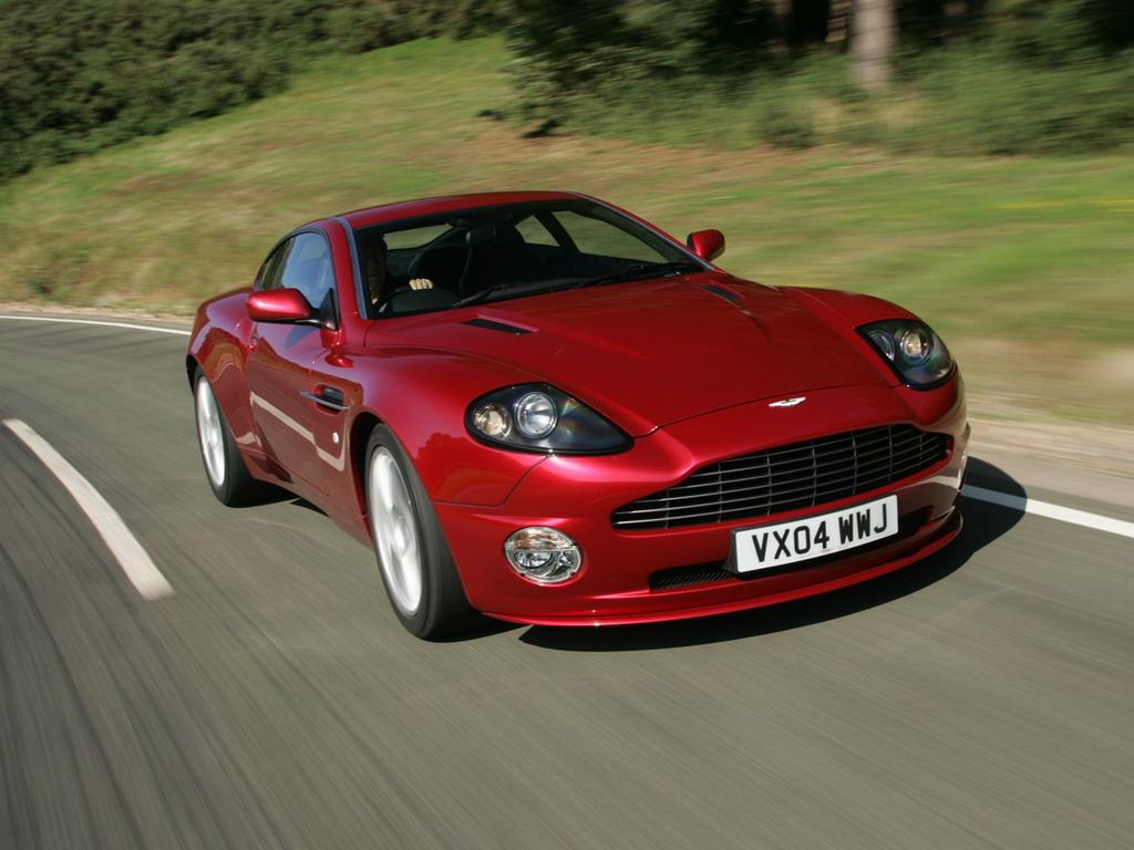 Фото Aston Martin V12 Vanqui…