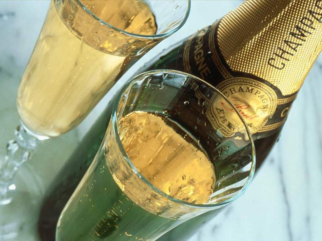 muzhik-polil-babe-siski-shampanskim
