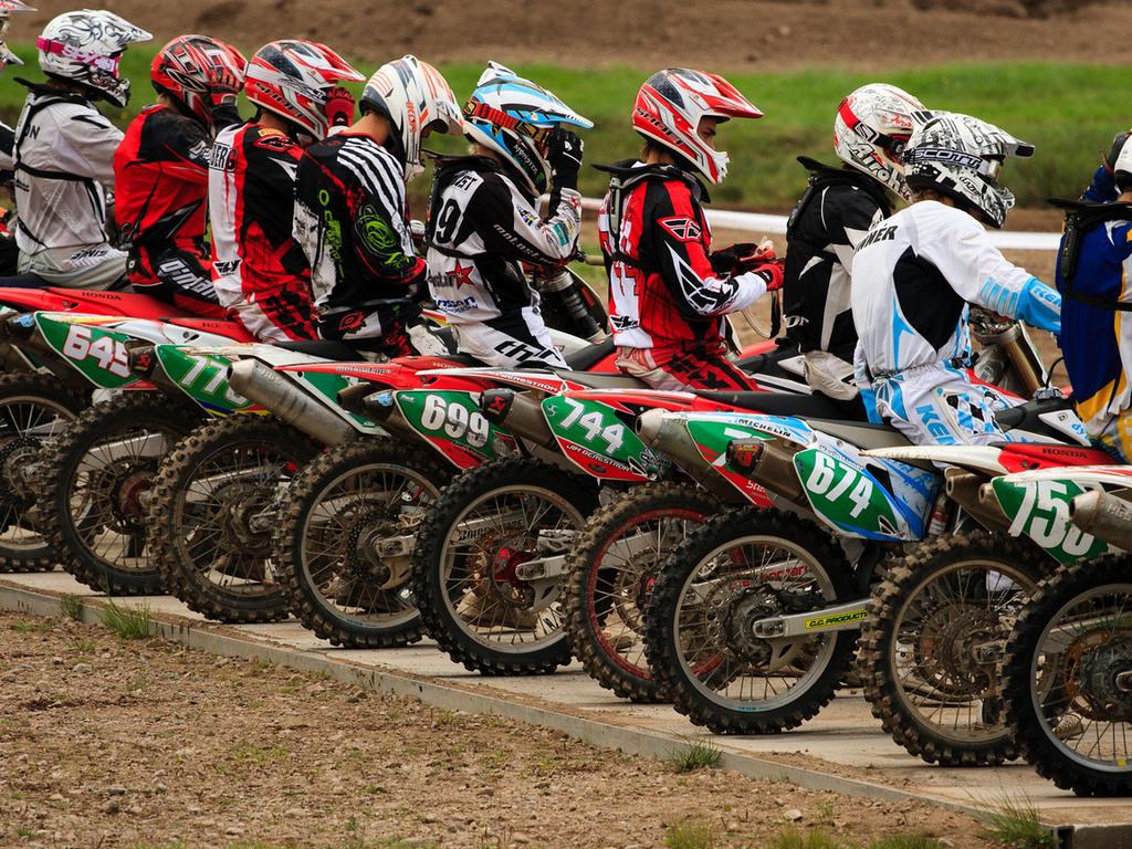 Мотокросс обои, картинки и фото ...: www.wallpage.ru/oboi_motokross-39830.php
