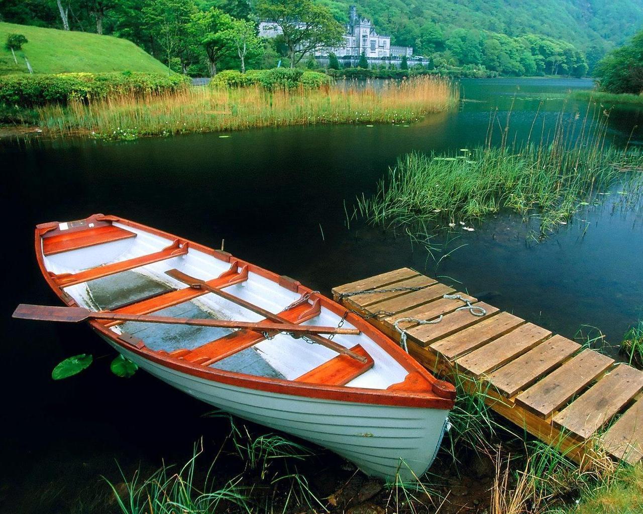 лодка у причала фото