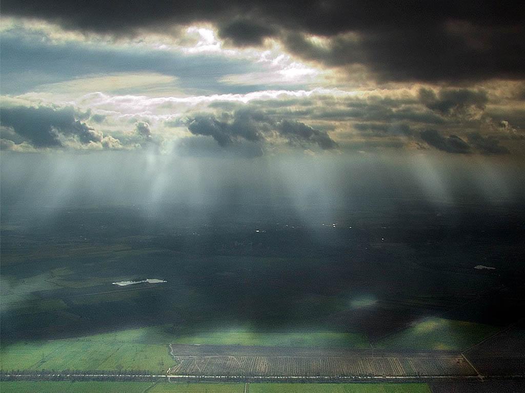 Божественный свет над землей картинки, скачать фоновый рисунок для рабочего...