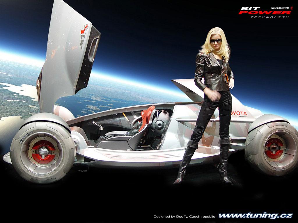 Девушка стоит у машины будущего обои